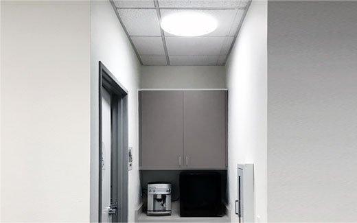 Instalace světlovodu série Solatube Brighten Up® v kuchyňce