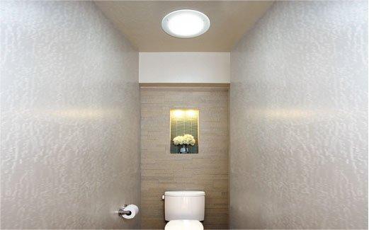 Instalace světlovodu série Solatube Brighten Up® na WC