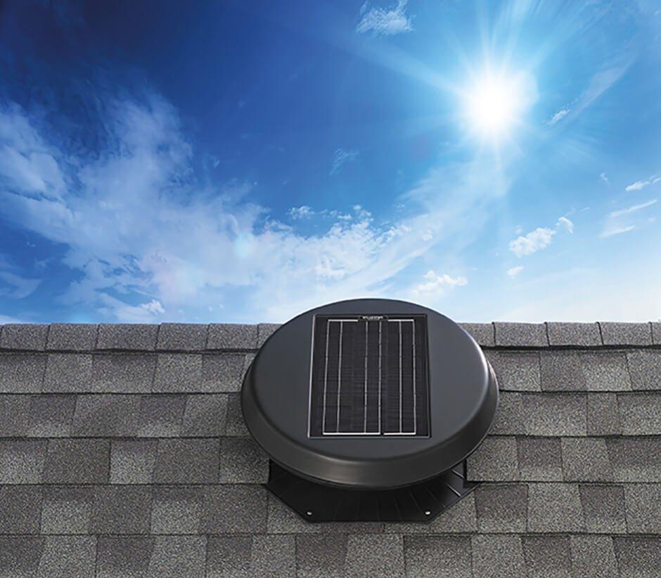 Solární ventilátor RM 1500 je vhodný pro menší podkroví, prostory s otevřeným stropním podhledem nebo zahradní domky.