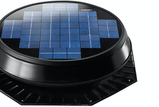 Solární ventilátor disponuje nejmodernějším fotovoltaickým panelem, který zabírá velkou plochu a tím zajišťuje maximální zachycení sluneční energie